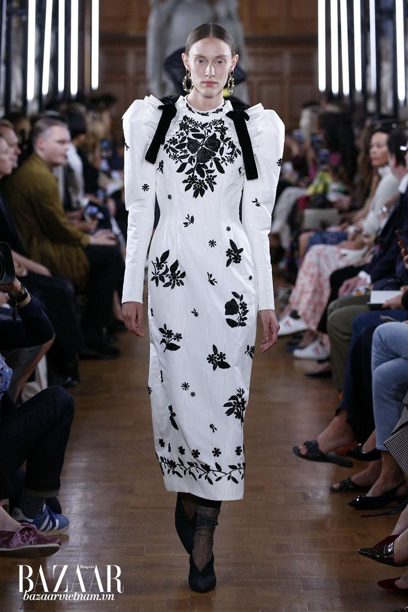 9 xu hướng xuân hè 2019 nổi trội: Thiết kế mang cảm hứng trang phục của các quý cô thời kỳ Victorian của thương hiệu Erdem