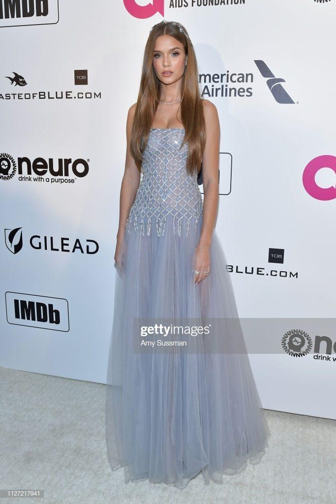 Thiên thần Victoria's Secret Josephine Skriver cũng diện đầm dạ hội CONG TRI tại Oscar 2019.