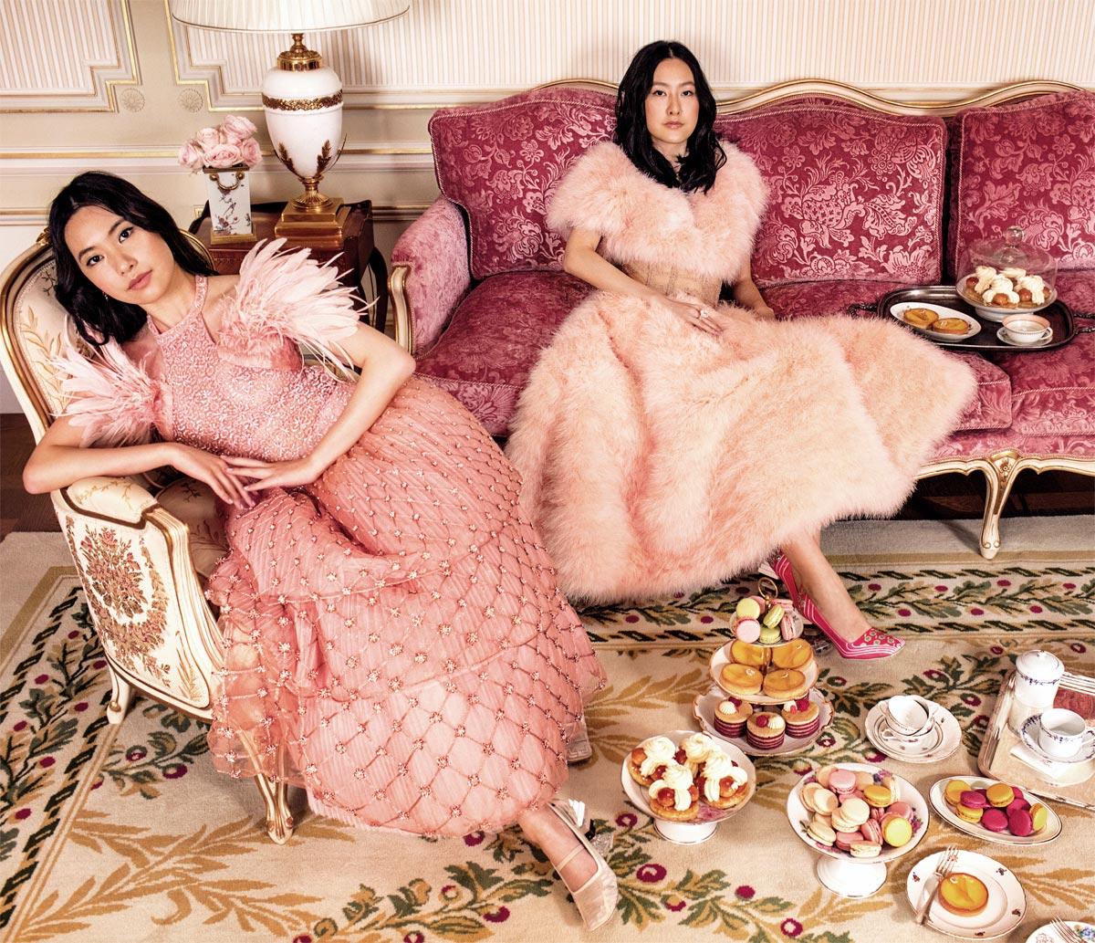 Khi tại vị tại Fendi, Karl Lagerfeld giúp nhà mốt đi đầu trong thời trang lông thú. Trong hình: Các đại tiểu thư châu Á mặc Fendi Couture.