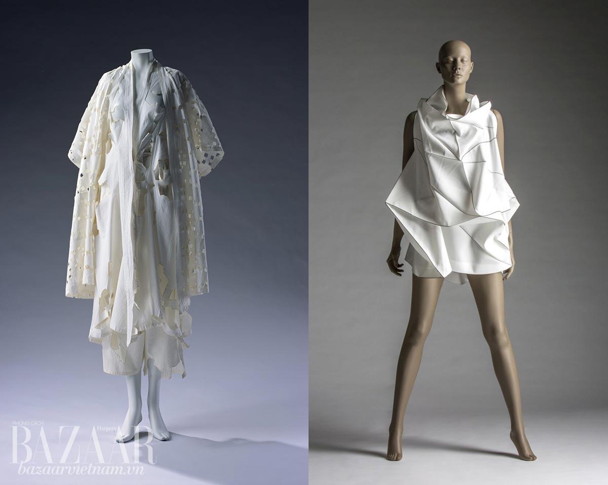 Trái: Váy cotton, thiết kế Yohji Yamamoto, Xuân Hè 1983. Phom kimono của áo khoác ngoài rất rõ, nhưng thêm nữ tính khi kết hợp với váy cut out ở trong. Phải: Váy Issey Miyake kết hợp với Reality Lab, Xuân Hè 2011. Chiếc váy dựa trên cảm hứng nếp gấp origami.