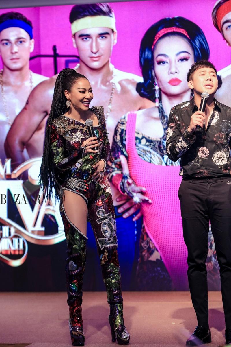 Thu Minh, Trấn Thành pha trò trên sân khấu họp báo MV DIVA