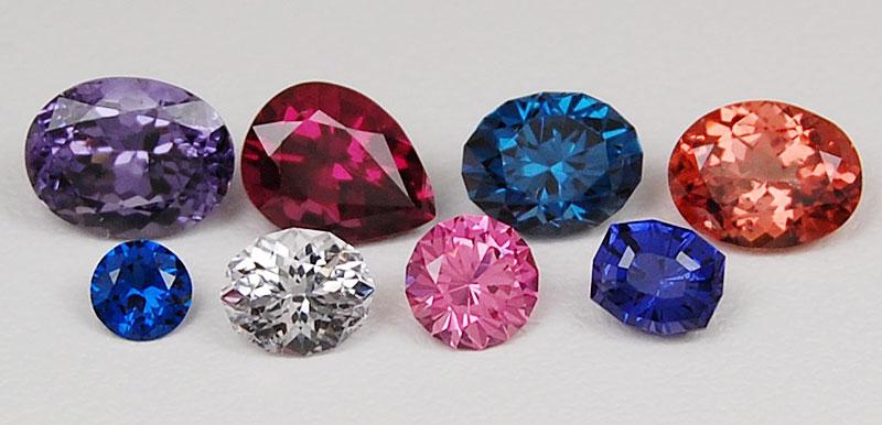 Màu sắc đá quý spinel. Những màu nổi, rực rỡ luôn có giá cao nhất.