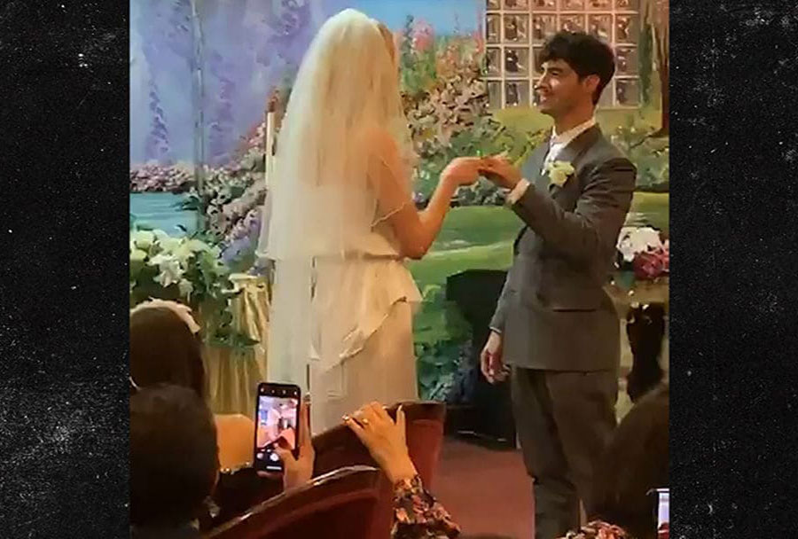 Hình ảnh rò rỉ từ đám cưới bí mật của Joe Jonas & Sophie Turner