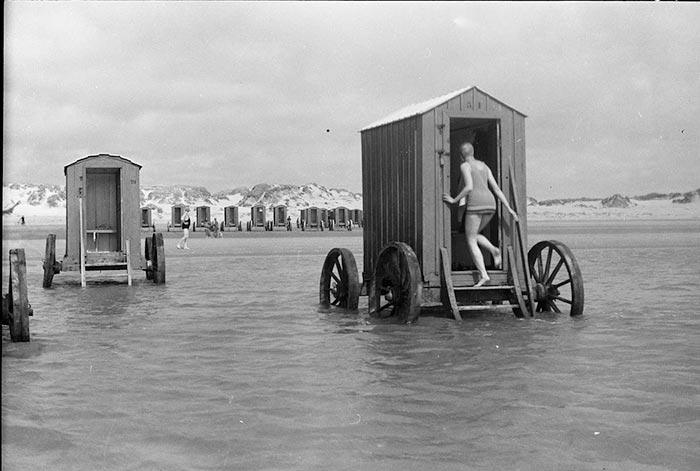 The Bathing Machine - chiếc phòng thay đồ trên xe kéo thời Victoria