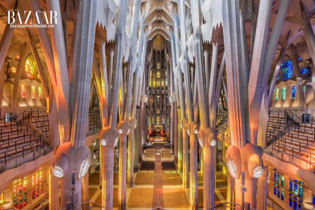 Nhà thờ La Sagrada Familia thiết kế bởi Antoni Gaudi