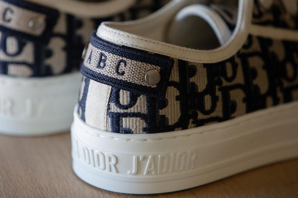 ...hoặc thiết kế ký tự lên giày Walk'n'Dior