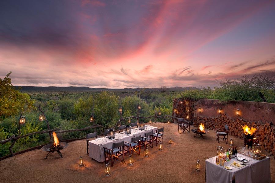 Bữa tối lãng mạn tại công viên safari, giữa hoàng hôn và thiên nhiên rộng lớn