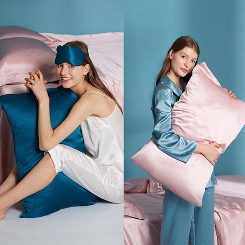 Gối ngủ cũng như chăn mền lụa đang là trào lưu giúp giảm gãy rụng tóc hot nhất