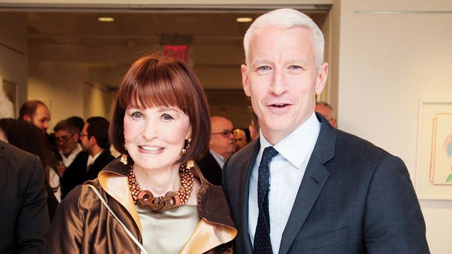 Gloria Vanderbilt và con trai Anderson Cooper. Ông thừa hưởng nét đẹp của mẹ và sự hấp dẫn của bố, Wyatt Cooper.