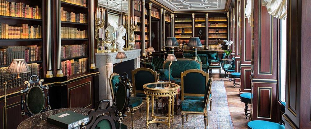 La Bibliothèque, salon nơi khách khứa có thể đọc sách và gọi tiệc trà chiều