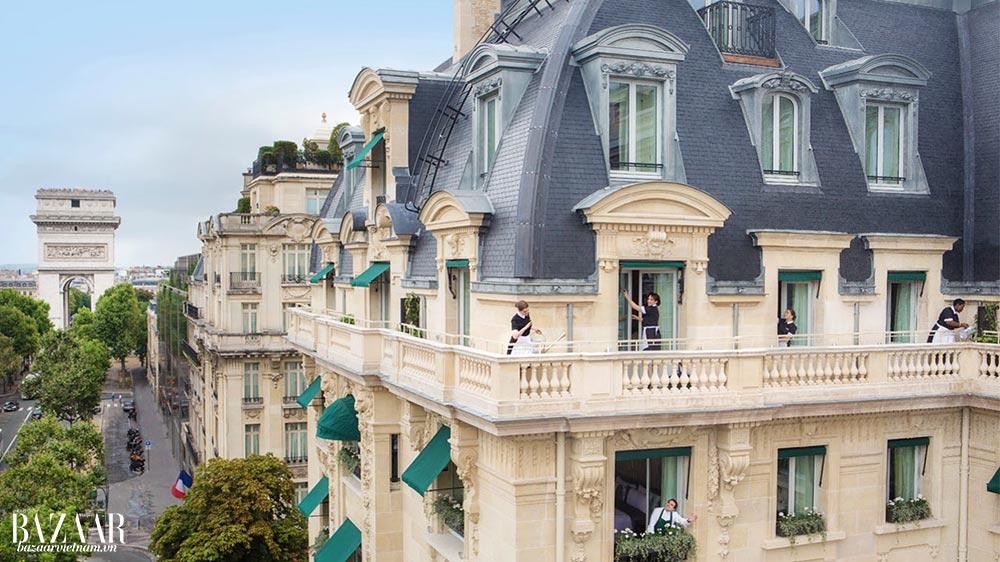 Khách sạn 5-sao Paris Le Peninsula chiếm lĩnh hẳn một con phố to