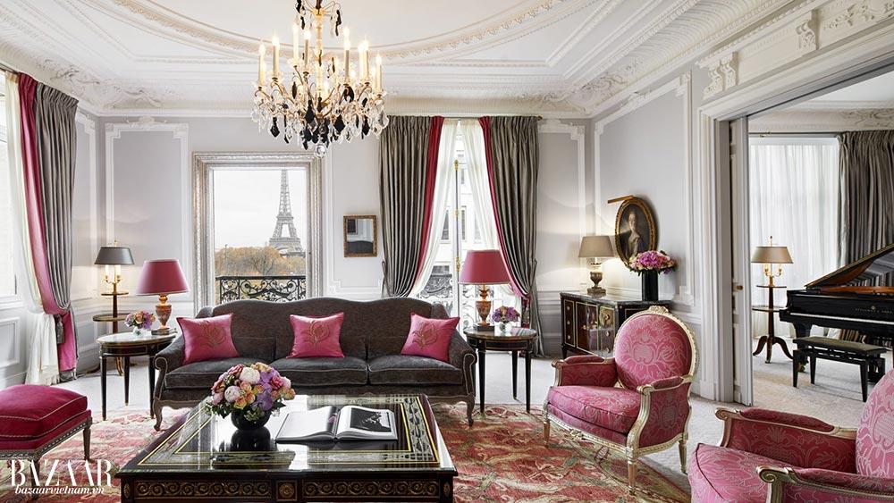 Căn suite Haute Couture có view tuyệt đẹp và cả một cây đàn piano