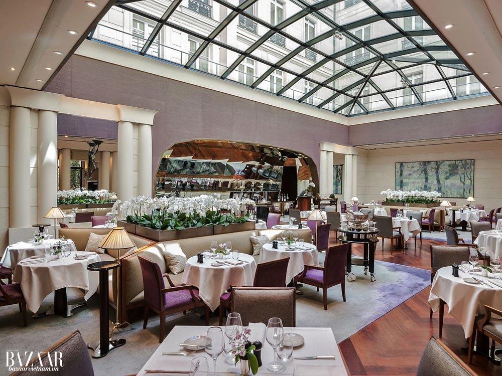 Thiết kế nội thất đương đại của Park Hyatt Paris-Vendôme không làm cho khách sạn kém xa hoa hay ấm cúng so với những khách sạn 5-sao khác