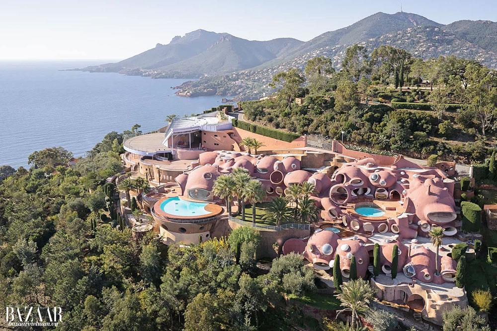 Quần thể kiến trúc Palais Bulles tọa lạc gần Cannes và St. Tropez