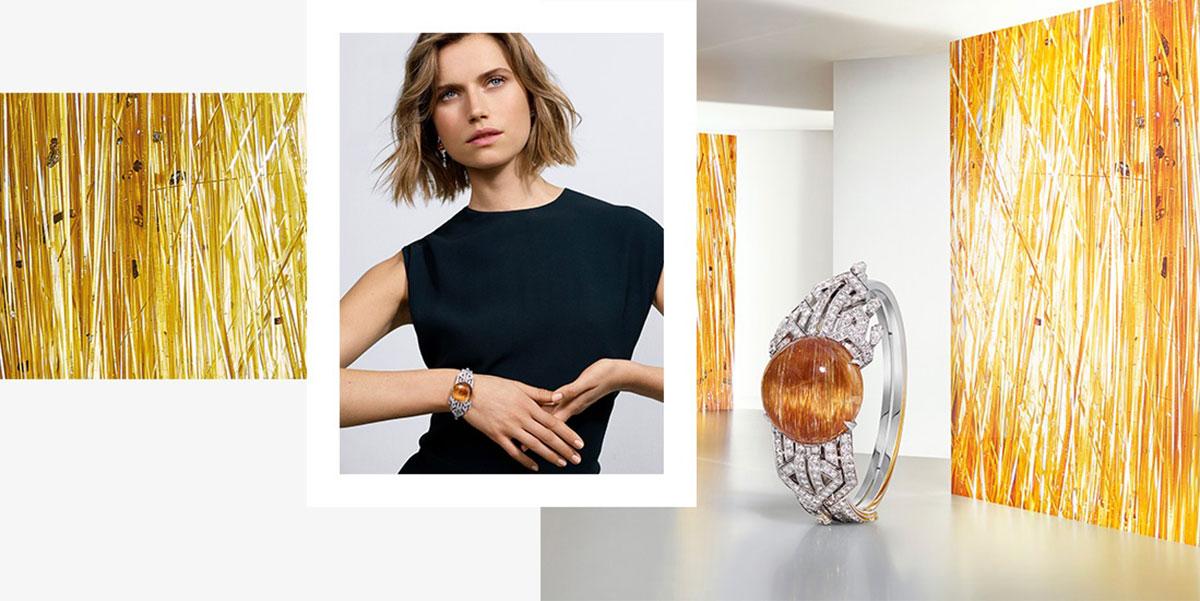 Mẫu Cartier Soreli: Viên thạch anh tóc vàng kim cắt cabochon phản chiếu những tia lấp lánh, đi đôi với kim cương.