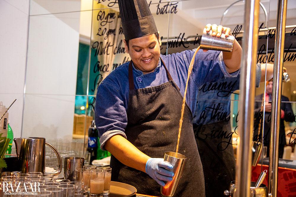 Chuyên gia pha chế phô bày kỹ thuật tại tuần lễ ẩm thực Malaysia