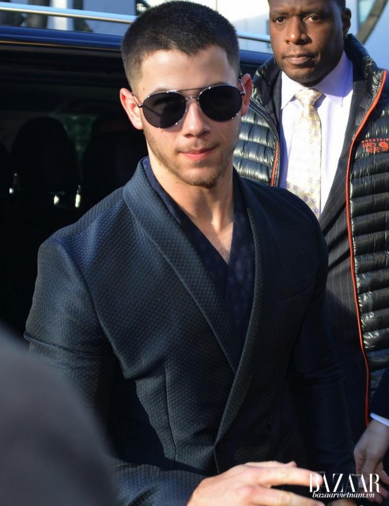 Nick Jonas trong thiết kế Armani