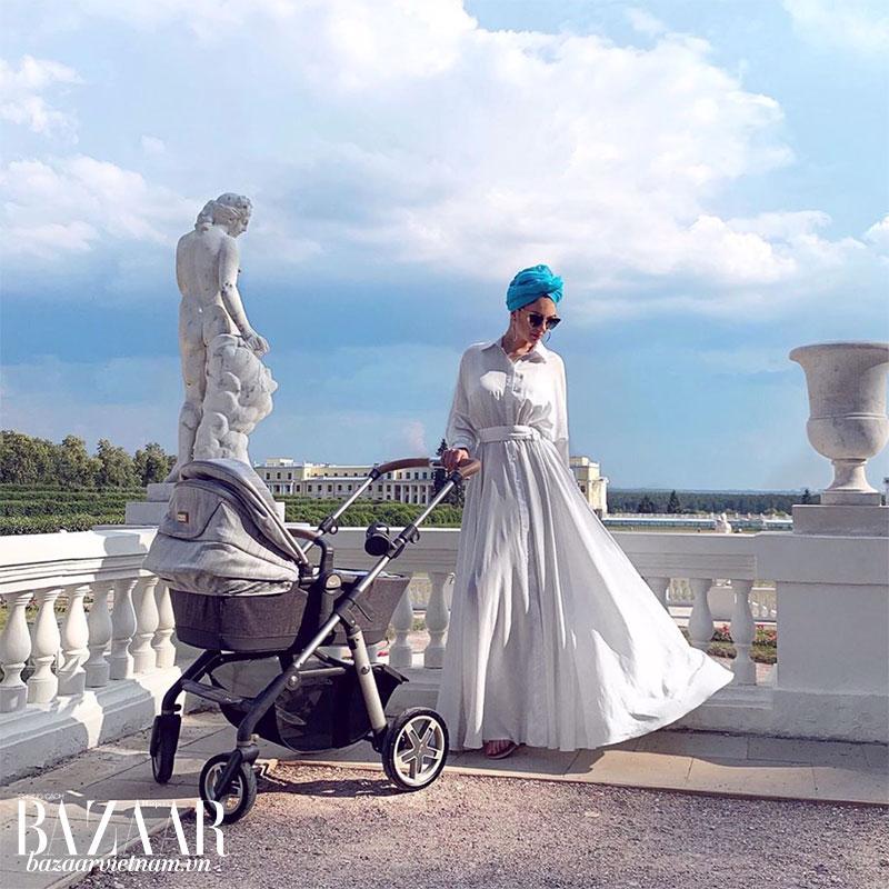 Cựu hoa hậu Moscow giờ đã làm mẹ. Tuy làm mẹ hoàng tử, nhưng những câu chuyện cô chia sẻ trên Instagram không khác gì những người mẹ khác. Điều này khiến cô thêm gần gũi với người dân Malaysia.
