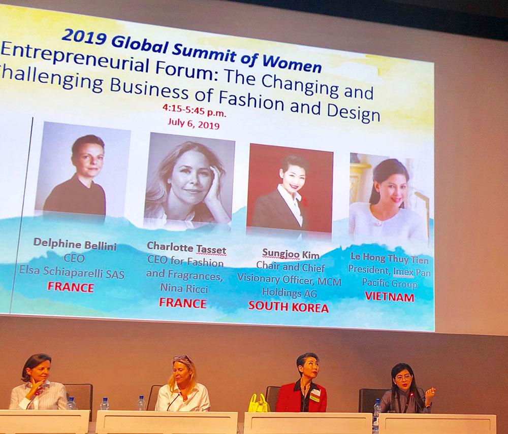 Bà Lê Hồng Thủy Tiên tại diễn đàn về sự thay đổi của ngành công nghiệp thời trang