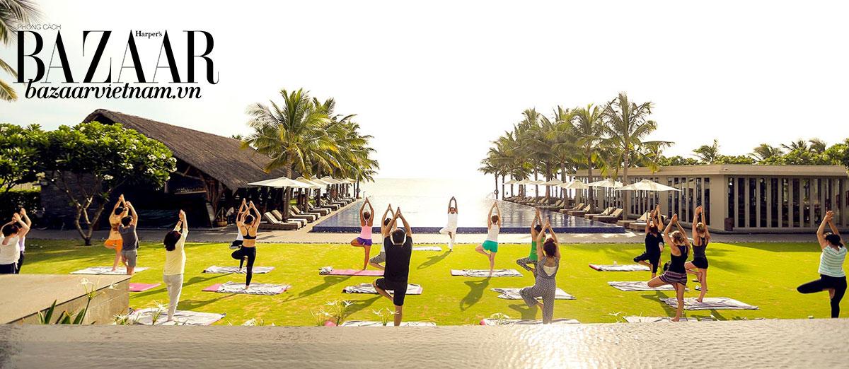 Một lớp học yoga cùng huấn luyện viên chuyên nghiệp