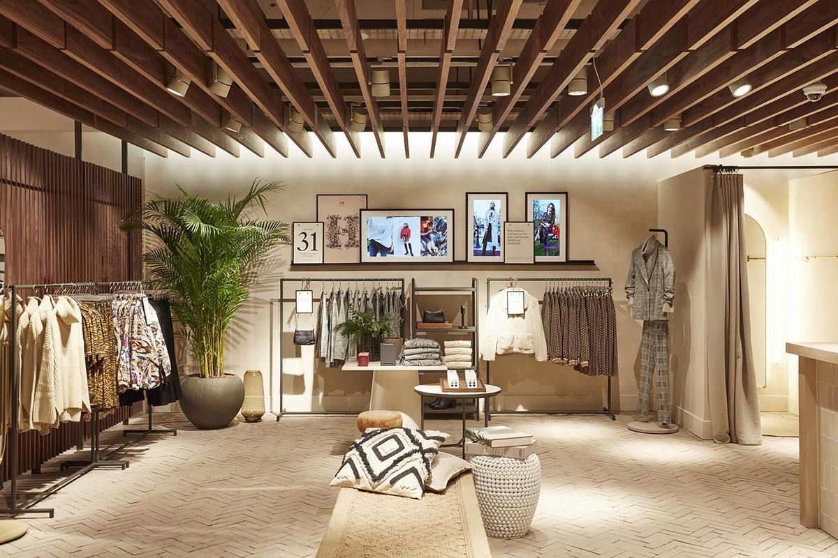 Một cửa hàng H&M mới và hoàn toàn khác lạ tại Hammersmith, London, ra mắt tháng 12/2018.