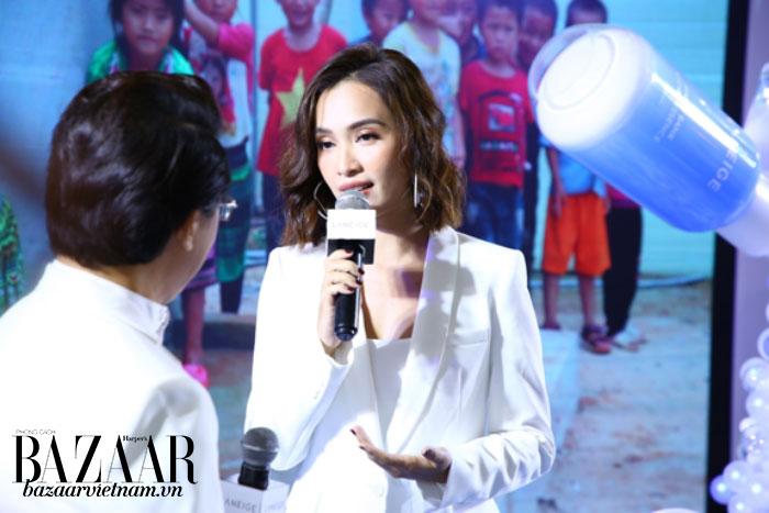Ca sỹ Ái Phương chia sẻ tại buổi họp báo
