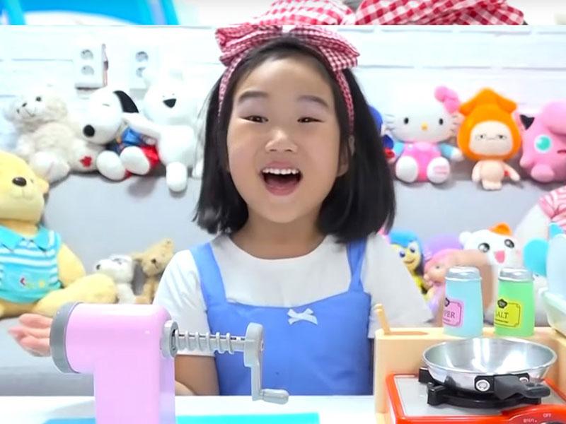 Ngôi sao YouTube nhí Boram mới chỉ 6 tuổi nhưng đã có thành tích kinh doanh đáng ngưỡng mộ