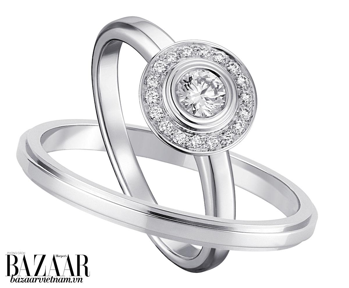 """Nhẫn đính hôn Solitaire với nhẫn cưới Cartier tạo thành """"cặp đôi hoàn hảo"""" trên bàn tay"""