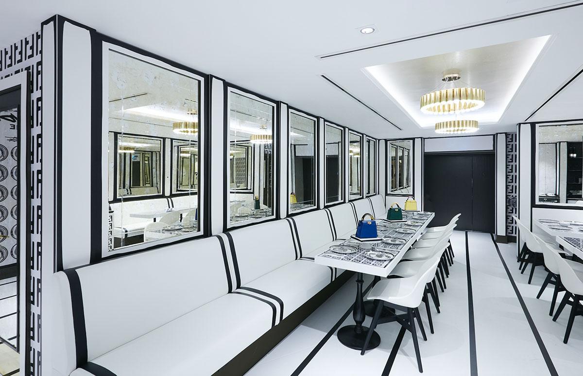 Không gian đương đại, monochrome và minimalist, của quán cafe Fendi