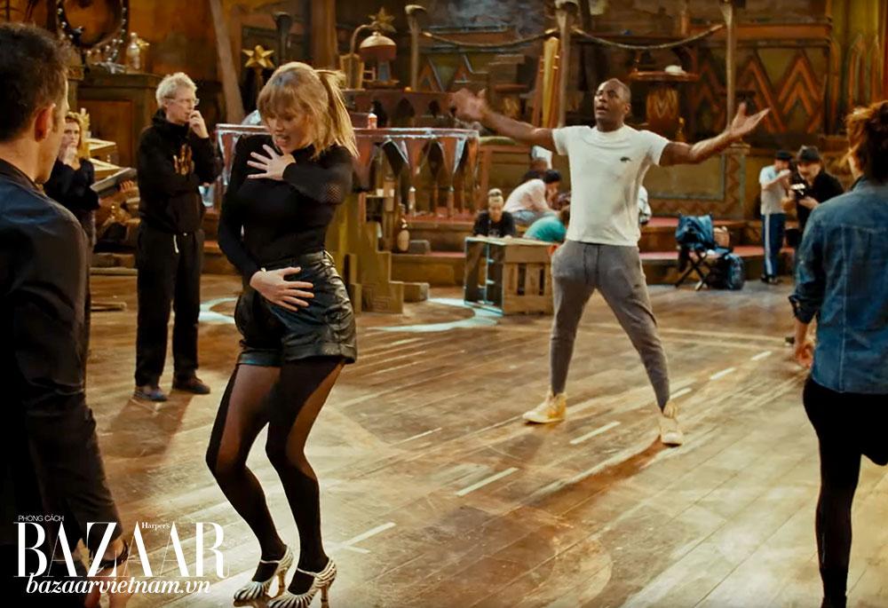 Một cảnh tập luyện của Taylor Swift và Idris Elba cho bộ phim nhạc kịch Cats