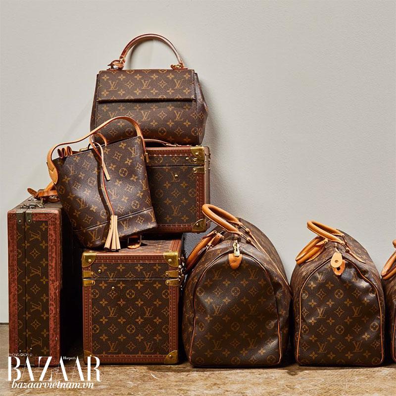 Doanh thu chính của những thương hiệu cao cấp đến từ dòng phụ kiện da thuộc, giày dép và nước hoa