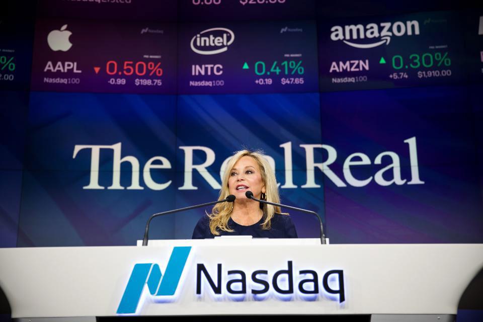 Cô Julie Wainwright phát biểu tại lễ lên sàn chứng khoán của The RealReal
