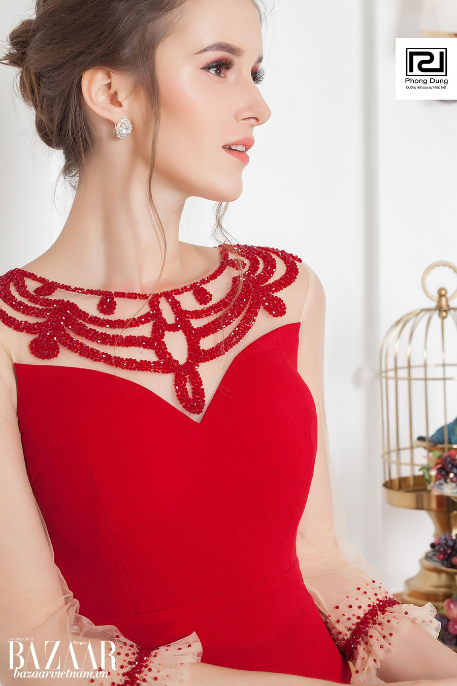 Bạn có thể tìm mua trang phục của Phong Dung qua mạng