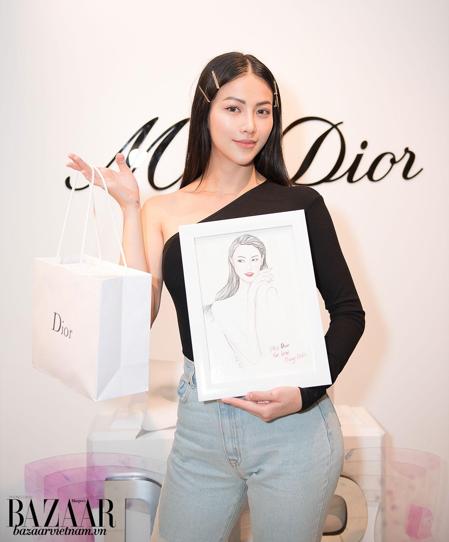 Hoa hậu Trái đất Nguyễn Phương Khánh hạnh phúc với một tấm chân dung mộc mạc