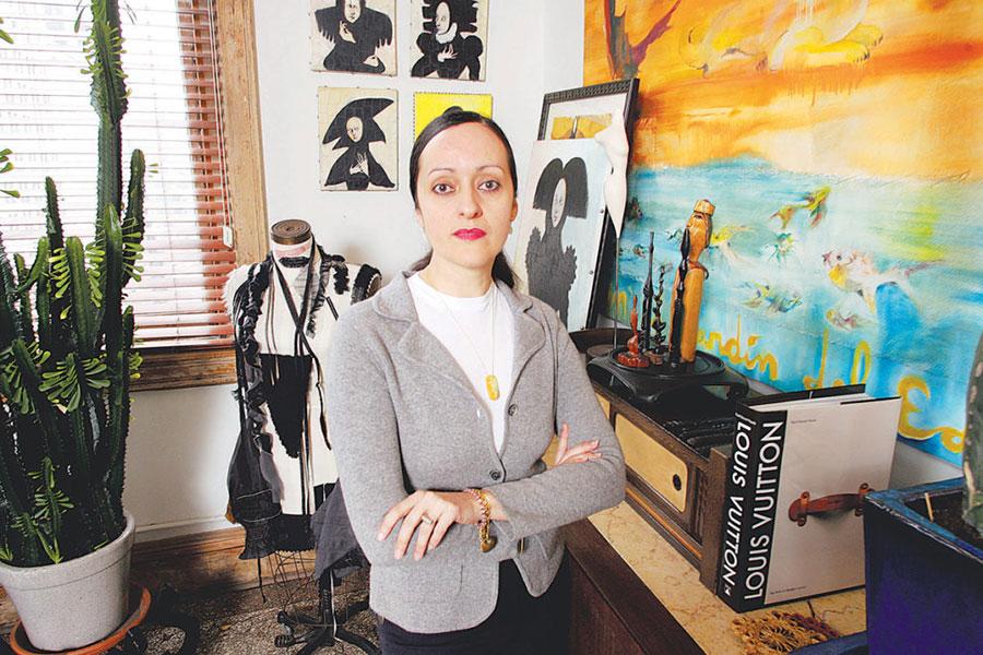 Nhà thiết kế Isabel Toledo trong khu vực làm việc nghệ thuật