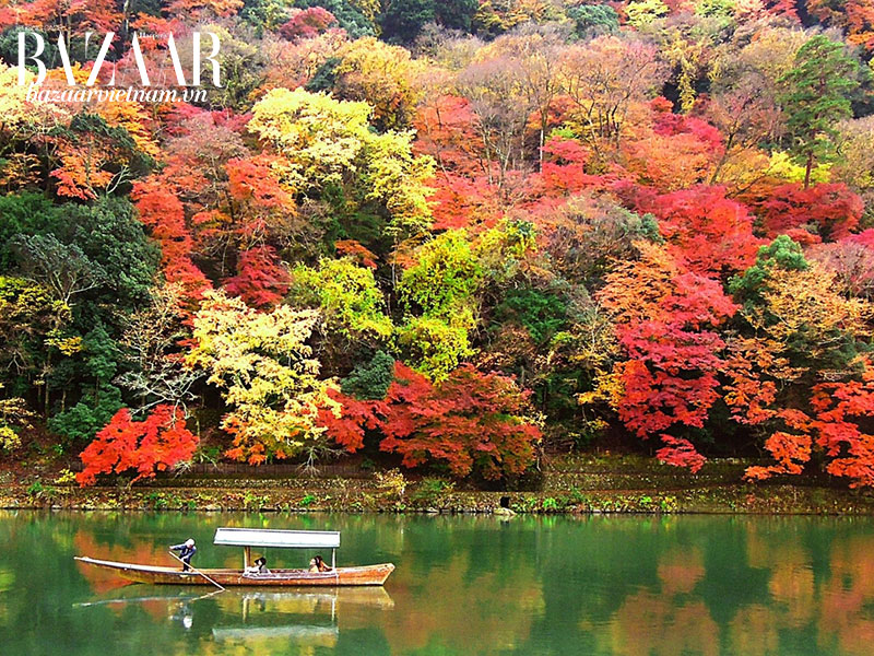 Cảnh sắc mùa thu tại Arashiyama, gần Kyoto