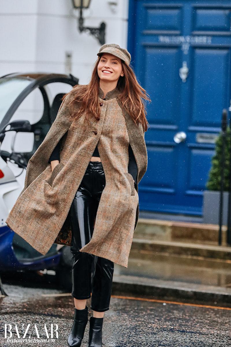 Phong cách street style đậm chất Anh Quốc của siêu mẫu, doanh nhân Kelly England Prehn. Ảnh: @eva.espresso