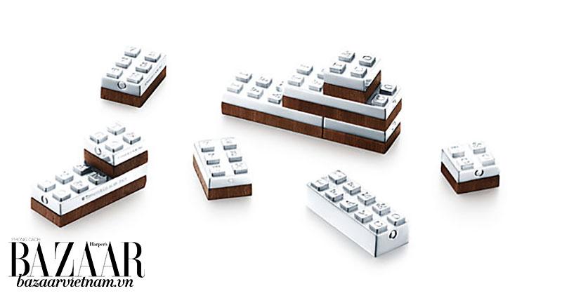 Đây không phải lần đầu tiên Tiffany & Co thiết kế mặt hàng cho nam giới. Trong hình là bộ đồ chơi Lego bằng bạc và gỗ sồi, trị giá khoảng 30 triệu đồng/bộ