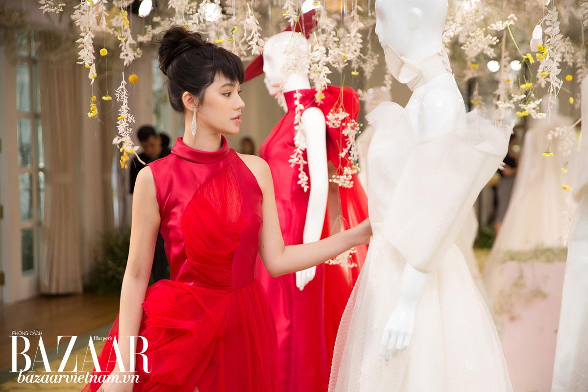 Hoa hậu Jolie Nguyễn mê mẩn những chi tiết xếp pli nữ tính