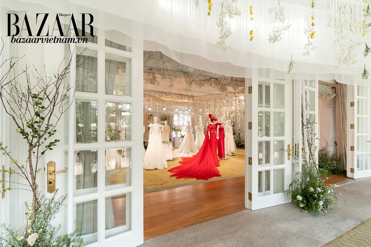 Không gian trang trọng của triển lãm BST áo cưới Phương My tại Park Hyatt Saigon