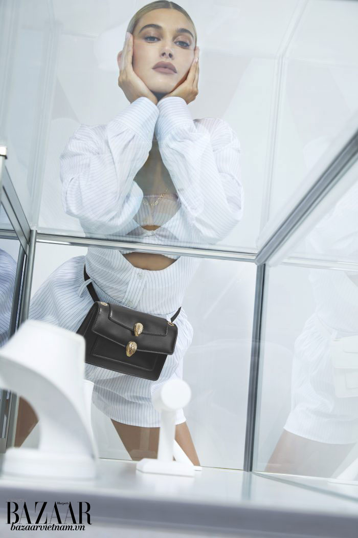 Chỉ với quai đeo khác là chiếc túi này lập tức biến thành túi hộp đeo hông