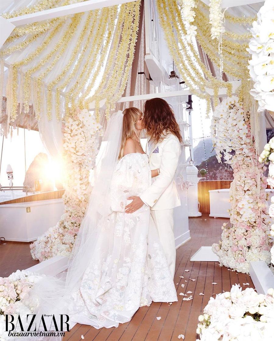 Heidi Klum đã chọn một chiếc váy cưới rất phá cách khi tuyên thệ cùng nghệ sỹ Tom Kaulitz.