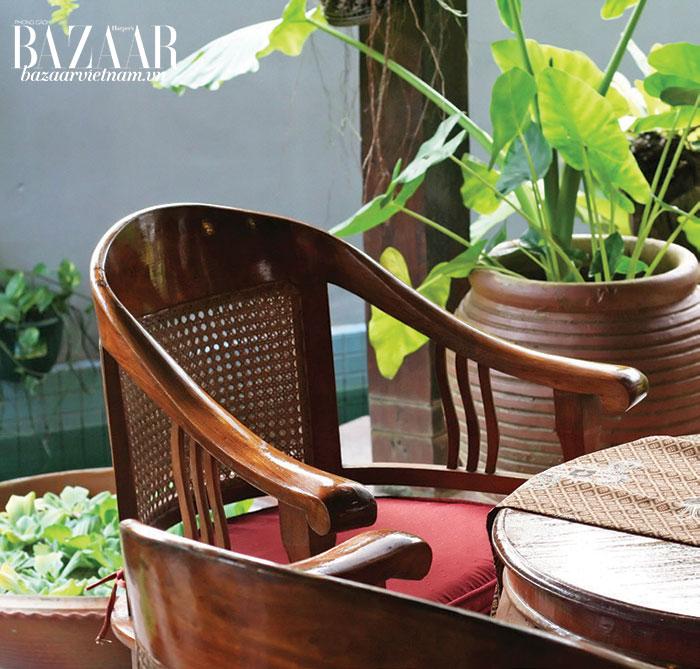 Những đường nét mềm mại trong phong cách Indochina. Ánh sáng tự nhiên và cây xanh mang sức sống đến một góc nhà.