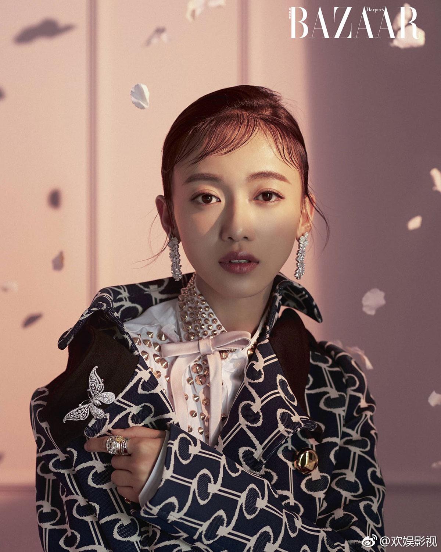 Ngô Cẩn Ngôn chụp ảnh bìa cho Harper's Bazaar Hồng Kông 04/2019
