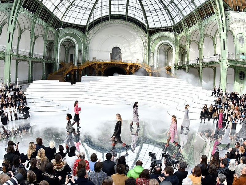 Sàn diễn show thời trang Chanel Thu Đông 2020