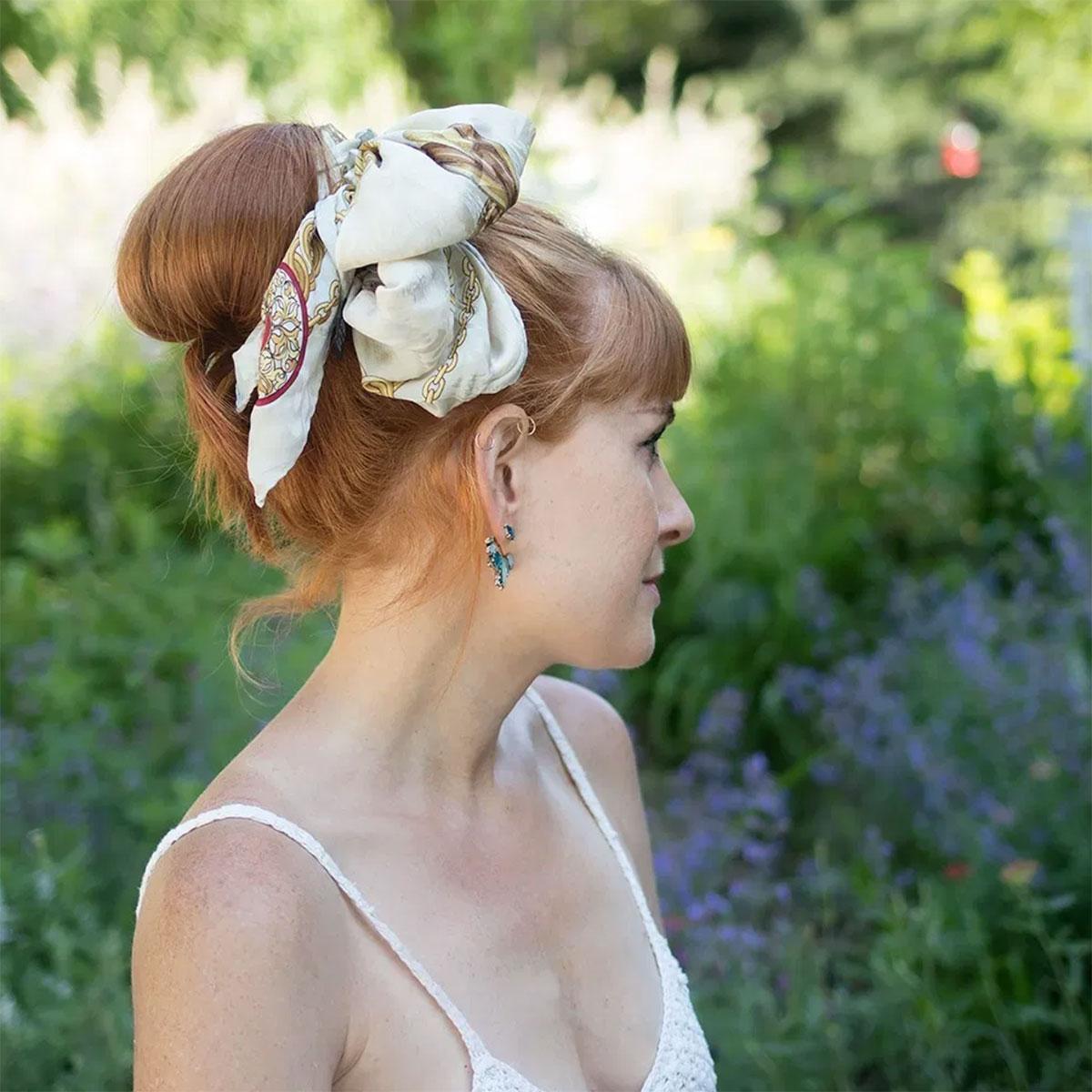 9 cách tạo kiểu tóc với khăn cho ngày tóc rối 14