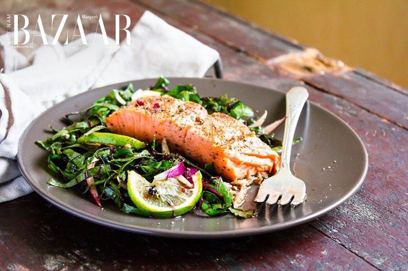 Món ăn giàu đạm từ thịt cá hải sản có chỉ số đường huyết thấp, giúp bạn ngủ ngon hơn và giám cảm giác bực bội khi ngủ dậy