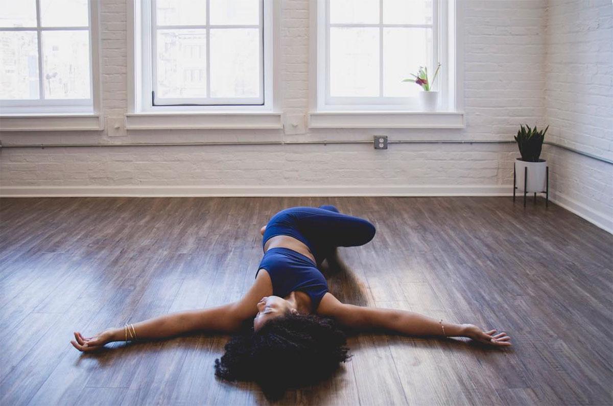 5 bài tập yoga giúp giảm đau thắt lưng đơn giản 7