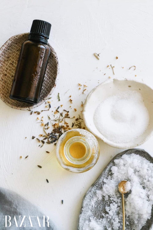 Trắc nghiệm: Dùng muối tắm như thế nào để phù hợp cho da bạn? 1