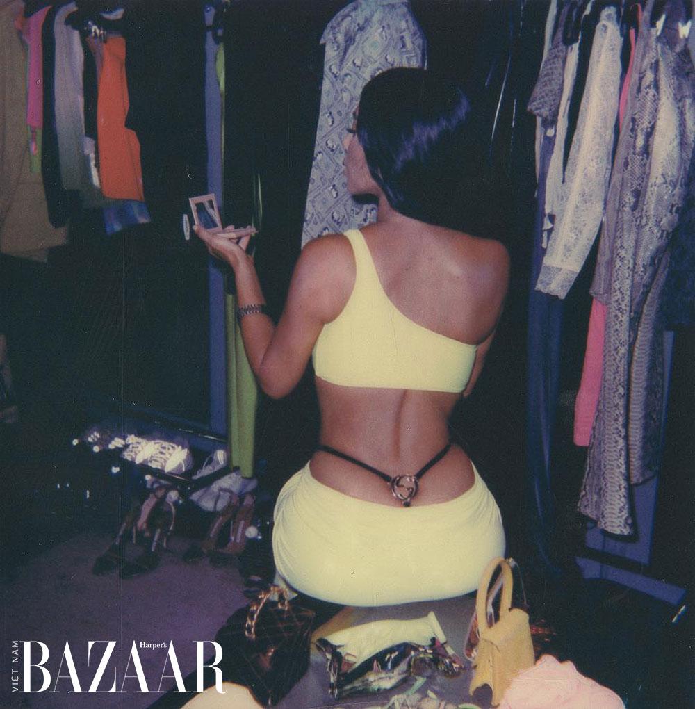 Jennifer Lopez làm sống dậy xu hướng Y2K lộ quần lọt khe ngoài quần dài 3